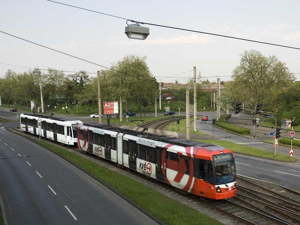 Die Gleise der Linien 3 und 4 trennen sich zwischen Stegerwaldsiedlung und Grünstraße