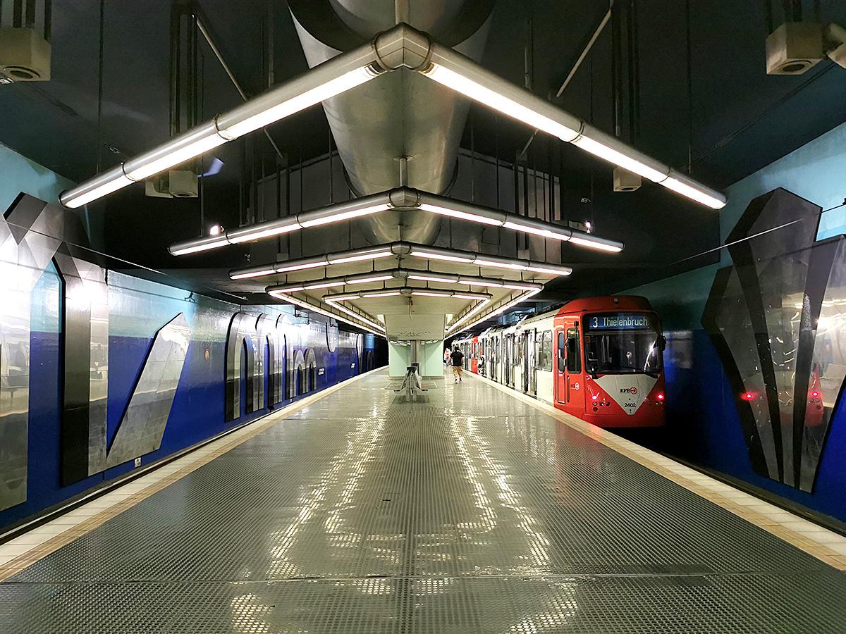 Linie 3 an der Haltestelle Körner Straße